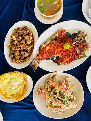 Makanan-Di-Restoran-Terapung-Fort-Supai