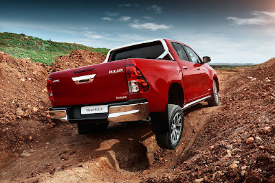 New Toyota Hilux 2017 off road truck rear look