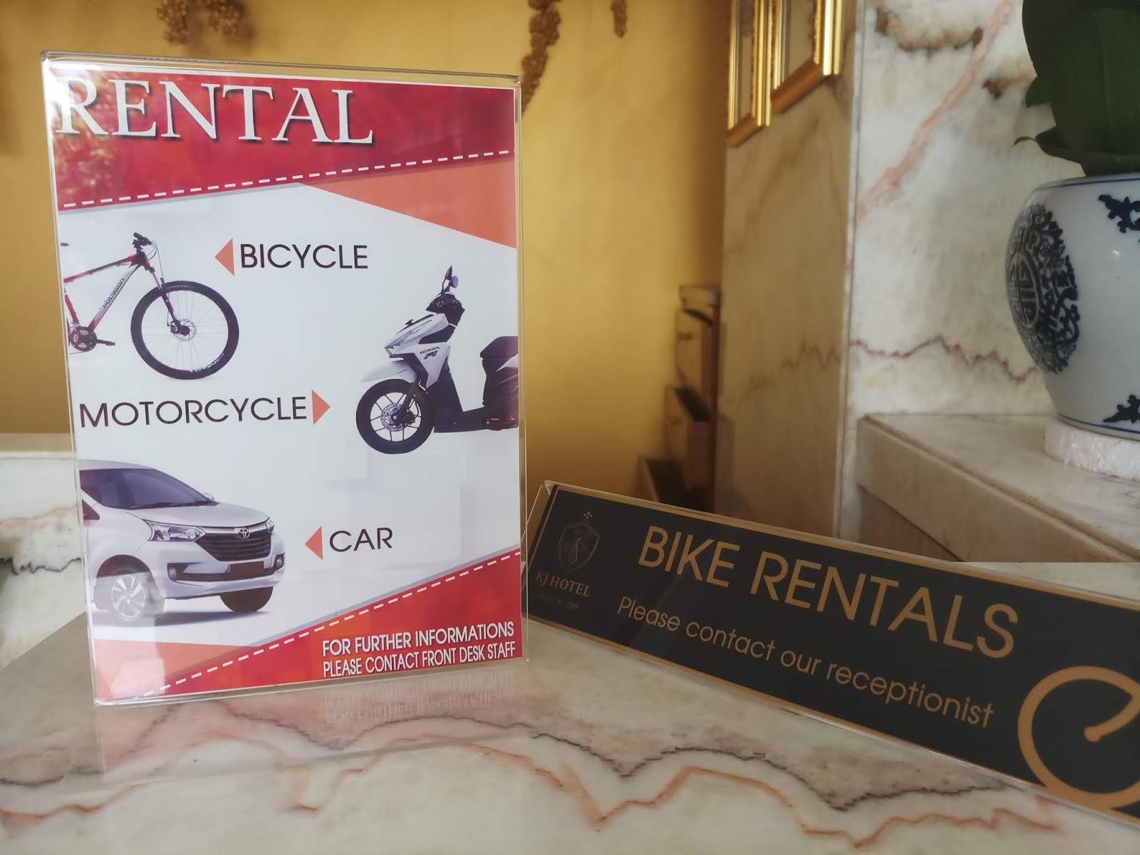 Sewa sepeda motor dan mobil juga ada.