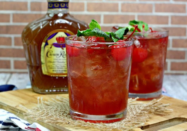 Bourbon Cherry Coke #drinks #recipe