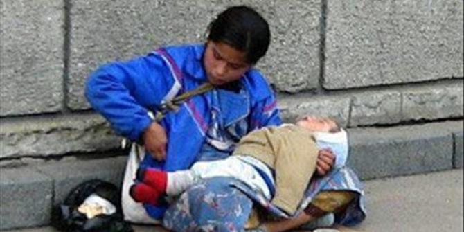 Γιατί τα παιδιά που κρατούν οι ζητιάνες κοιμούνται συνεχώς; για να το εμπεδώσουν κάποιοι!