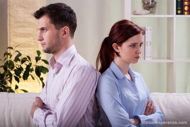 Pareja enojada en el matrimonio