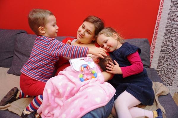 trójka dzieci w komplecie