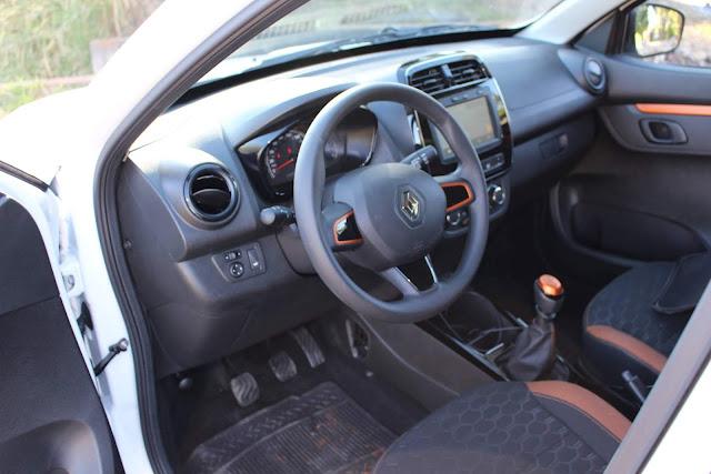 Renault Kwid Outsider 2020- interior - espaço dianteiro