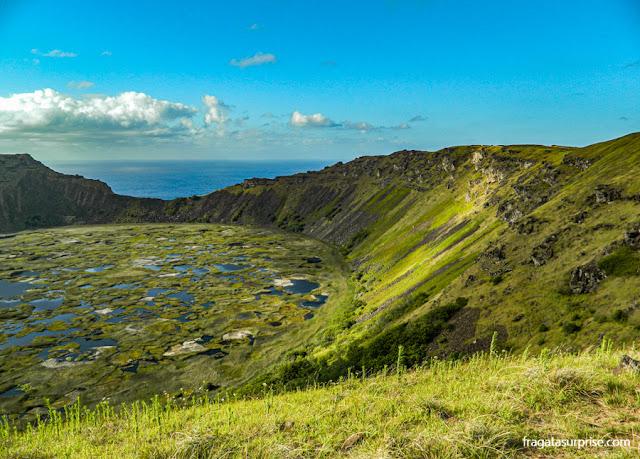 Ilha de Páscoa - cratera do vulcão Rano Kau
