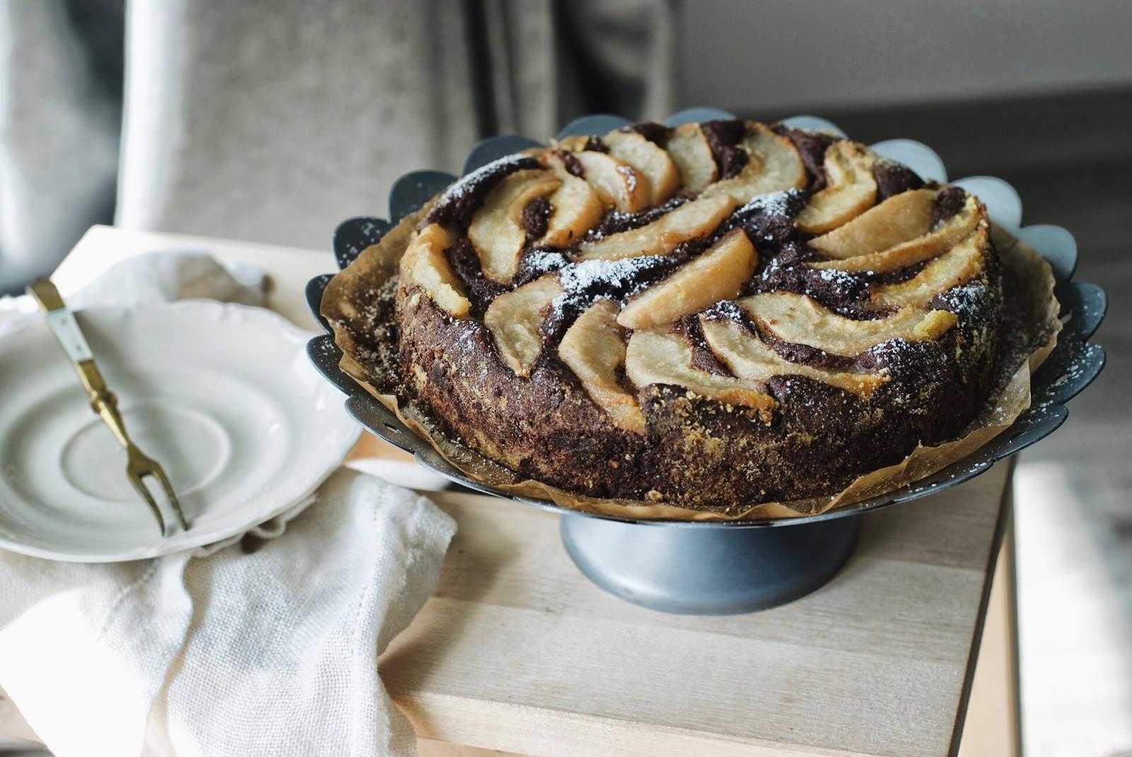 Ciasto czekoladowe z gruszkami i mielonymi orzechami