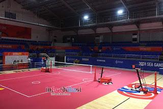 Foto Lapangan Sepak Takraw Indoor (Dalam Ruangan)