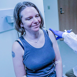 Jennifer-haller-primera-vacunada-de-occidene-covid2019