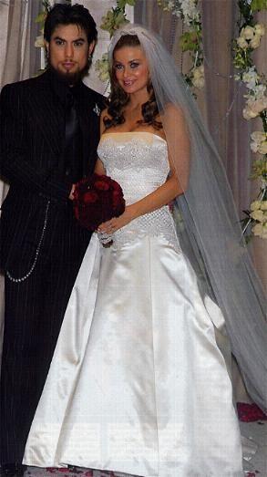 Carmen Electra And Dave Navarro Wedding Invitations