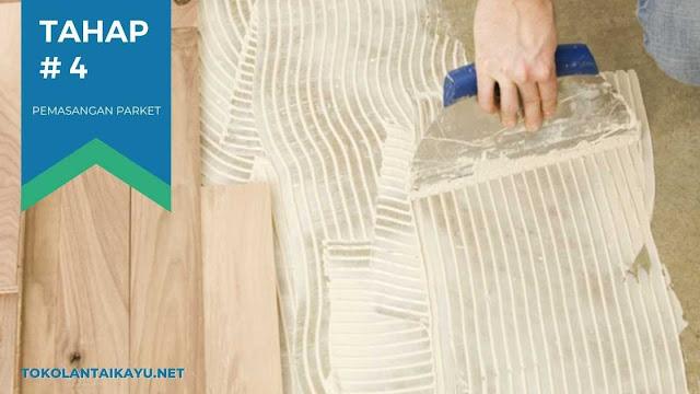 cara pasang lantai kayu #4 : Lumuri Lem Kayu Pada Dasar Lantai