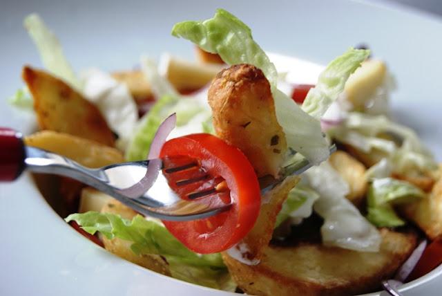 szybki obiad, sałatka na impreze, ziemniaczki pieczone, ziemniaczki czosnkowe