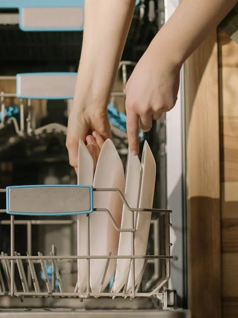 DIY Dishwasher Rinse Aid: Make it with citric acid, vinegar, and lemon essential oil