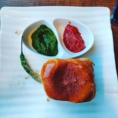 vada pav street food in mumbai