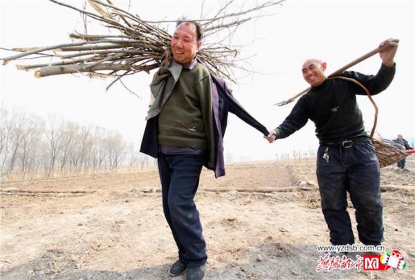 obr5 - Jak slepý s bezrukým společně zasadili les