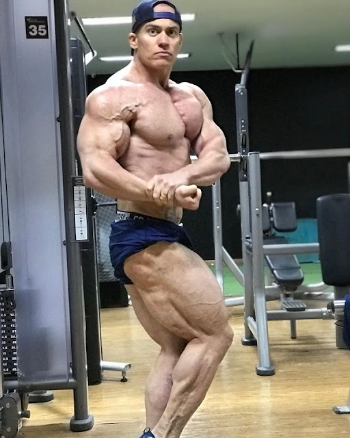 British superman Andrew Pickering - World Wide BodyBuilders