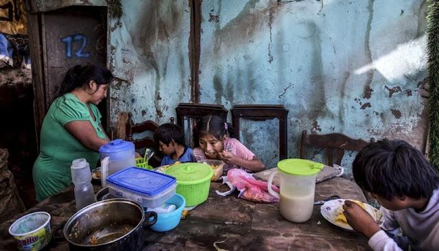 Ollas comunitarias ayudan a contener el hambre en Perú