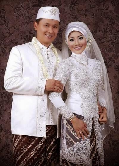 Contoh model baju pengantin muslim batik terbaru