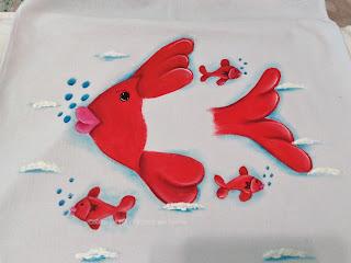 pano de prato com pintura de peixe vermelho