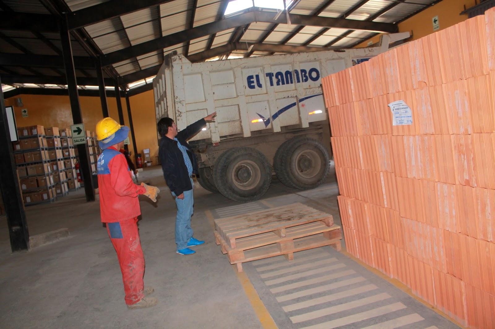 SUNAT DONA 5 MIL LADRILLOS PARA CONTINUAR CON LA CONSTRUCCIÓN DE EL POLIDEPORTIVO LA ESPERANZA