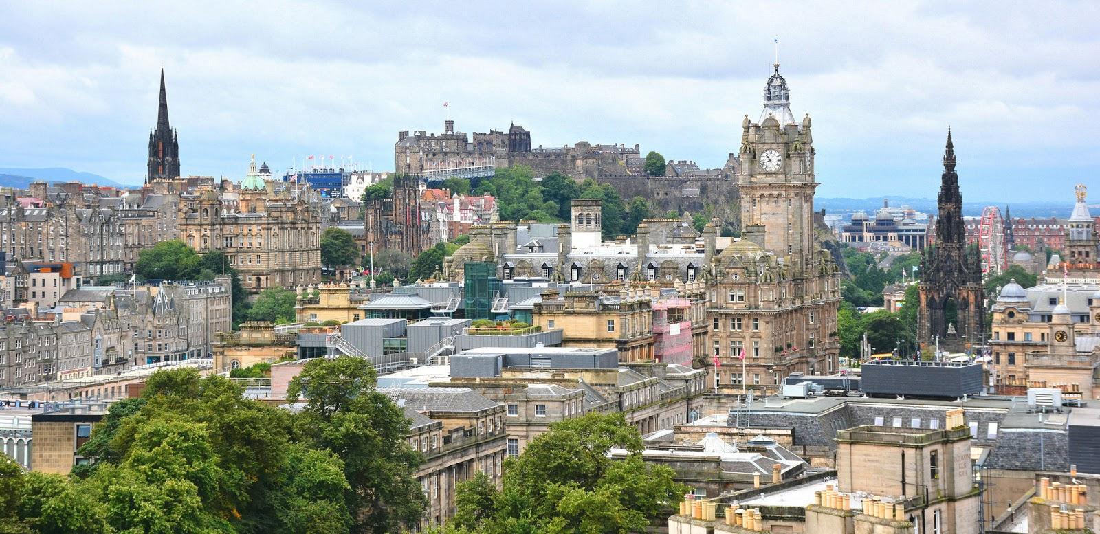 škotska-edinburg-putovanja-travel-ujedinjeno_kraljevstvo-Royal_Mile-Edinburški_dvorac-Holyrood_park