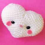 http://www.thesunandtheturtle.com/2017/02/amigurumi-heart-free-crochet-pattern.html