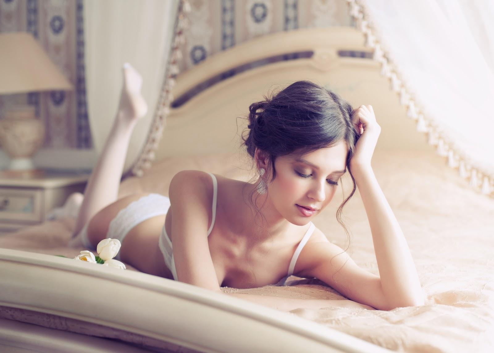 intimate bedroom photography of ladies
