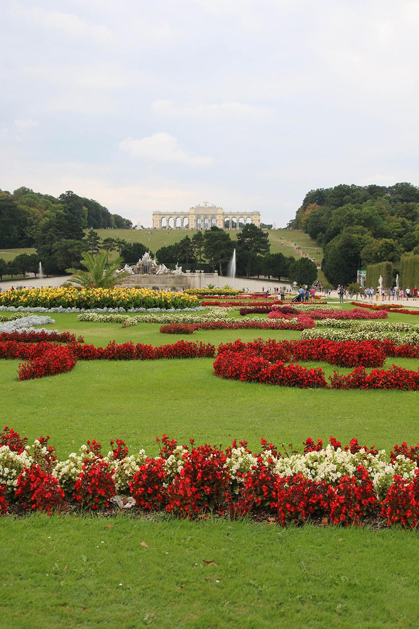 Schlosspark Schönbrunn mit Gloriette
