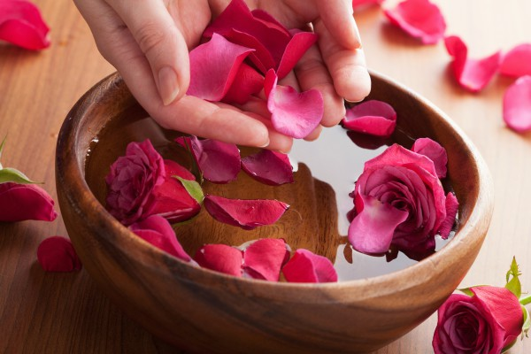 5 công dụng làm đẹp da hiệu quả từ hoa hồng