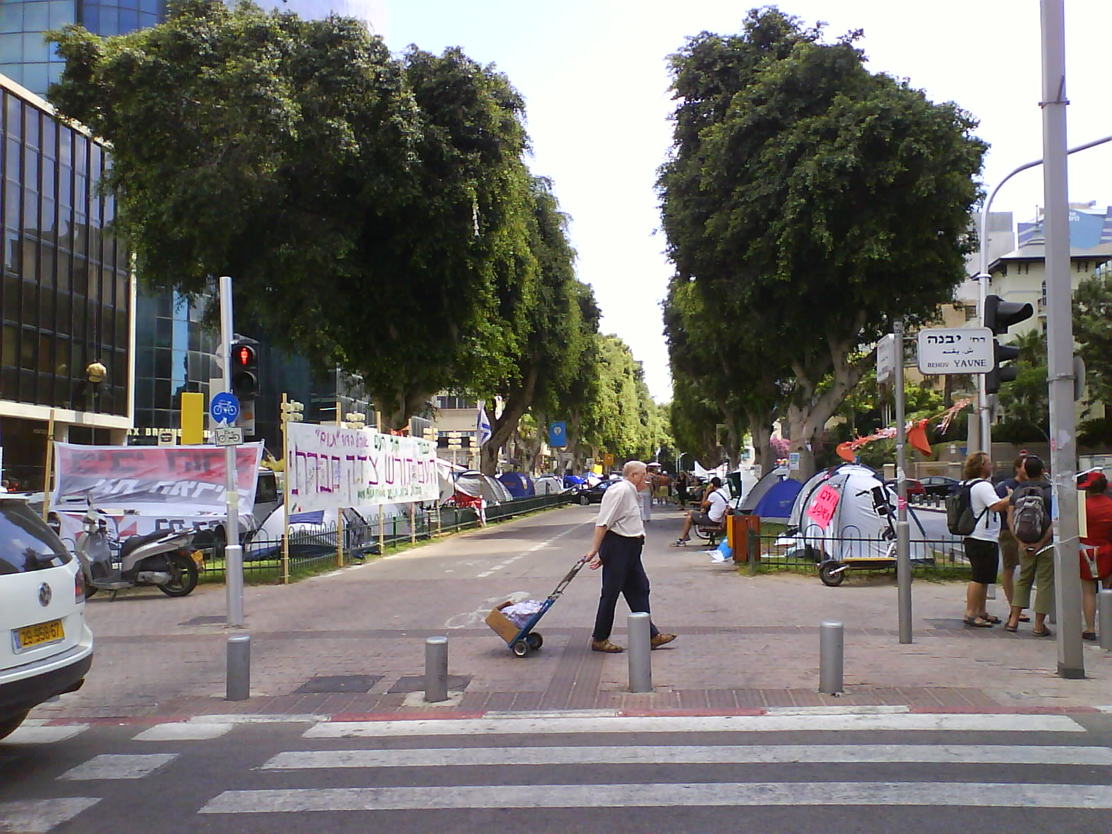 Tel Aviv Update: Shearim: Photo Update: Tel Aviv's Tent Demonstration At