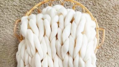¿Sabes cuál es la manta de moda? Mira cómo tejer una manta de lana tú misma