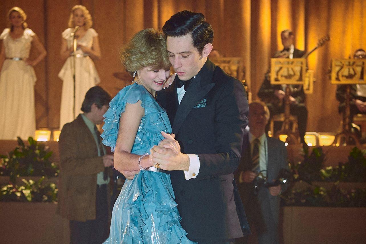 Charles y Ladi Di bailan en The Crown