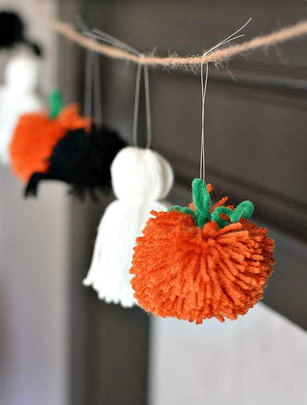 Easy Halloween garland from yarn by Growing Up Gabel