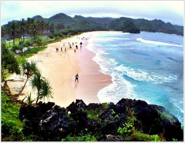 Pantai Srau;Top Destinasi Wisata Pacitan;