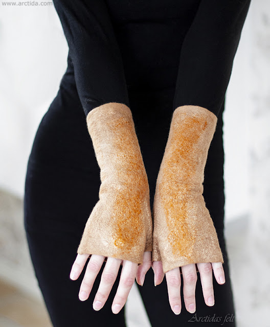 https://www.arctida.com/en/home/156-fingerless-gloves-felted-wool-mittens-wrist-warmers-natural-plant-dyed-merino-wool-and-silk.html