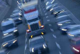 Circulation sur autoroute. 401 près de Avenue Rd