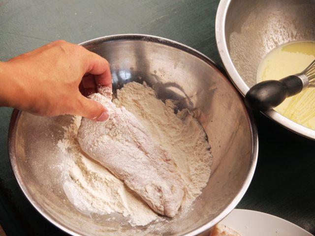 Rahasia Mengolah Ayam Goreng Tepung Biar Kriuk-nya Nggak Santai Kayak KFC