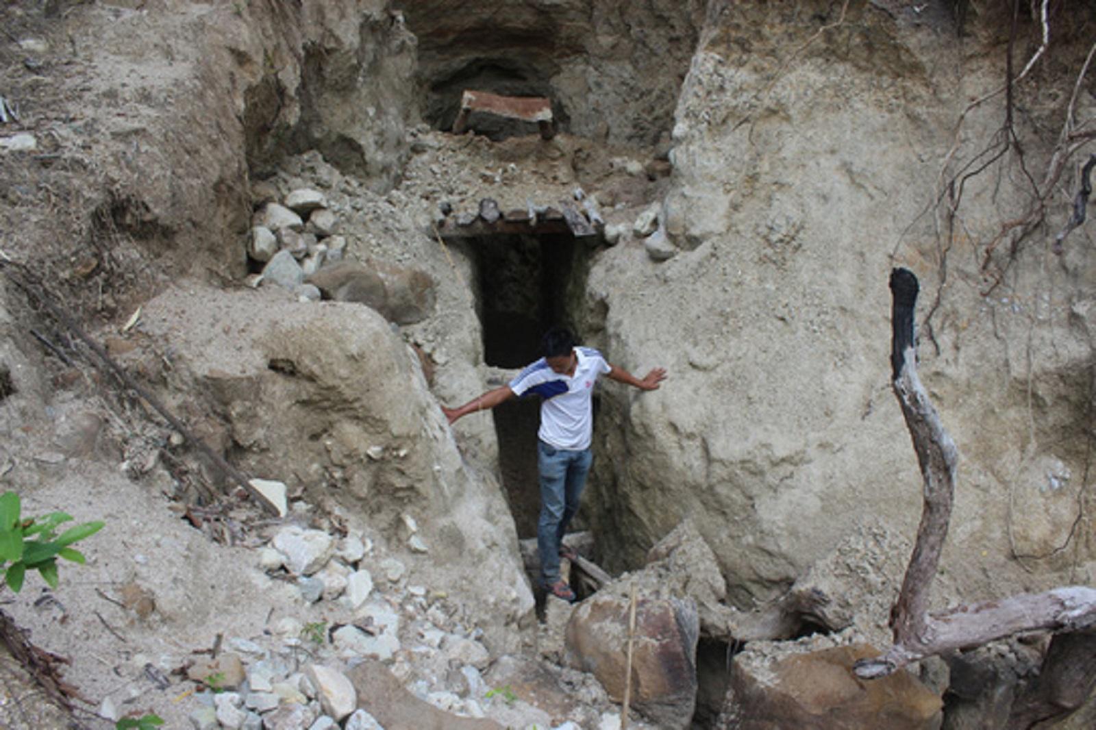 Gia Lai: Phá rừng, khoét núi đào vàng