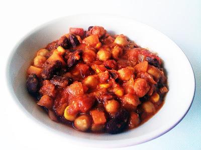 Chile vegano con garbanzos con salsa Buffalo receta cocina vegetariana vegano legumbres maiz guiso Tex Mex Mexico Estados Unidos norteamerica