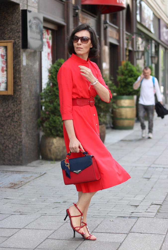 Blogi modowe czerwona sukienka szmizjerka
