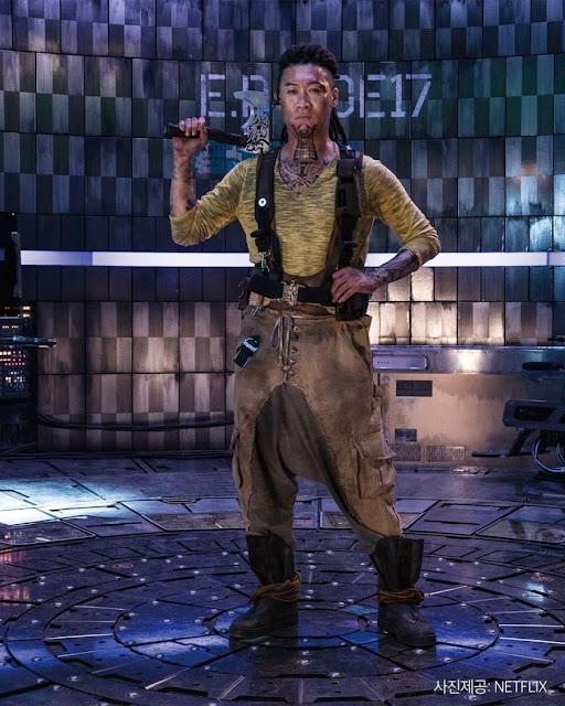 Karakter Jin Seon Kyu sebagai Tiger Park : Film Korea Space Sweeper