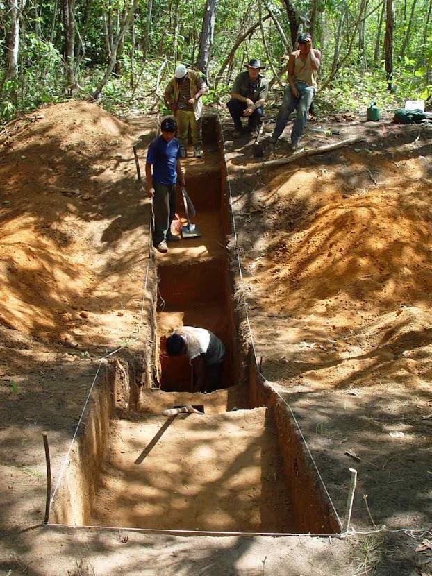 Trabalhos de excavação no Alto Xingu