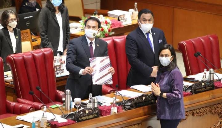 DPR Sahkan UU P2 APBN 2019, Sri Mulyani Tepuk Tangan