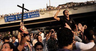 Milhares de cristãos egípcios mandam recado ao EI: 'Não vamos negar nossa fé'