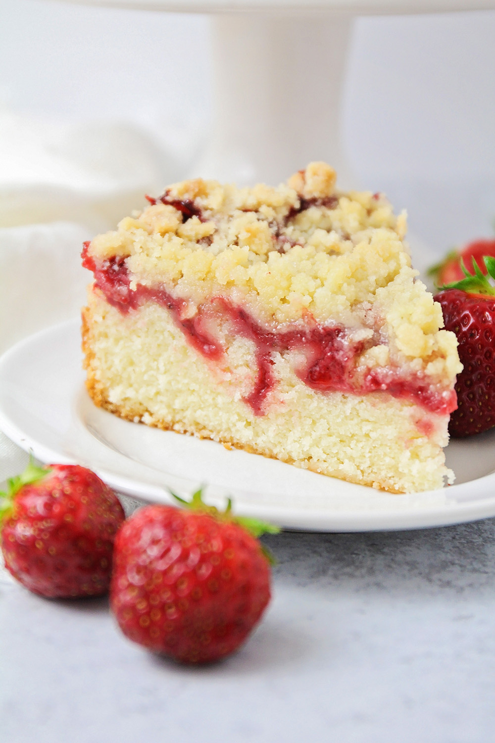 This strawberry crumb cake is so simple and delicious, and has the best sweet strawberry flavor!