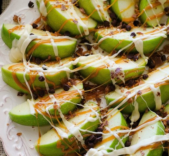 Caramel Apple Nachos #desserts #falltreats