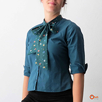 http://www.ohohdeco.com/2013/07/customized-bow-shirt.html