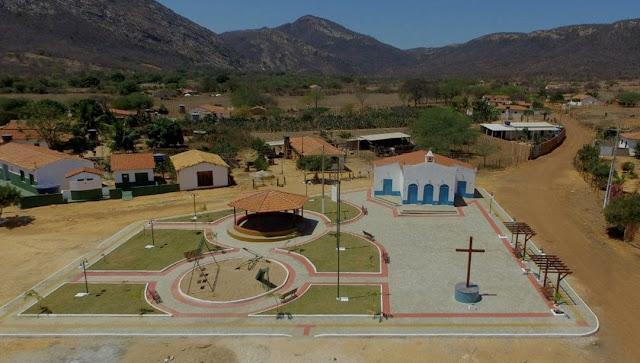 Prefeitura de Paramirim entrega  praça revitalizada à população da comunidade da Gameleira