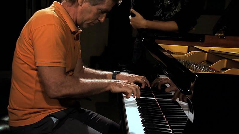 Ernán López Nussa y Harold Merino Bonet - ¨Volver a Cuba¨ - Videoclip - Dirección: Rodin - Portal Del Vídeo Clip Cubano - 05