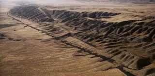 La falla de San Andrés tuvo en deslizamiento de tierra, por el terremoto de magnitud 7.1 en California.