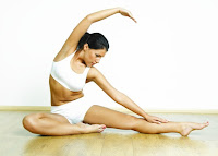 Утром тело необходимо разогреть, утренняя разминка зарядка, для это необходимо выполнить комплекс упражнений.